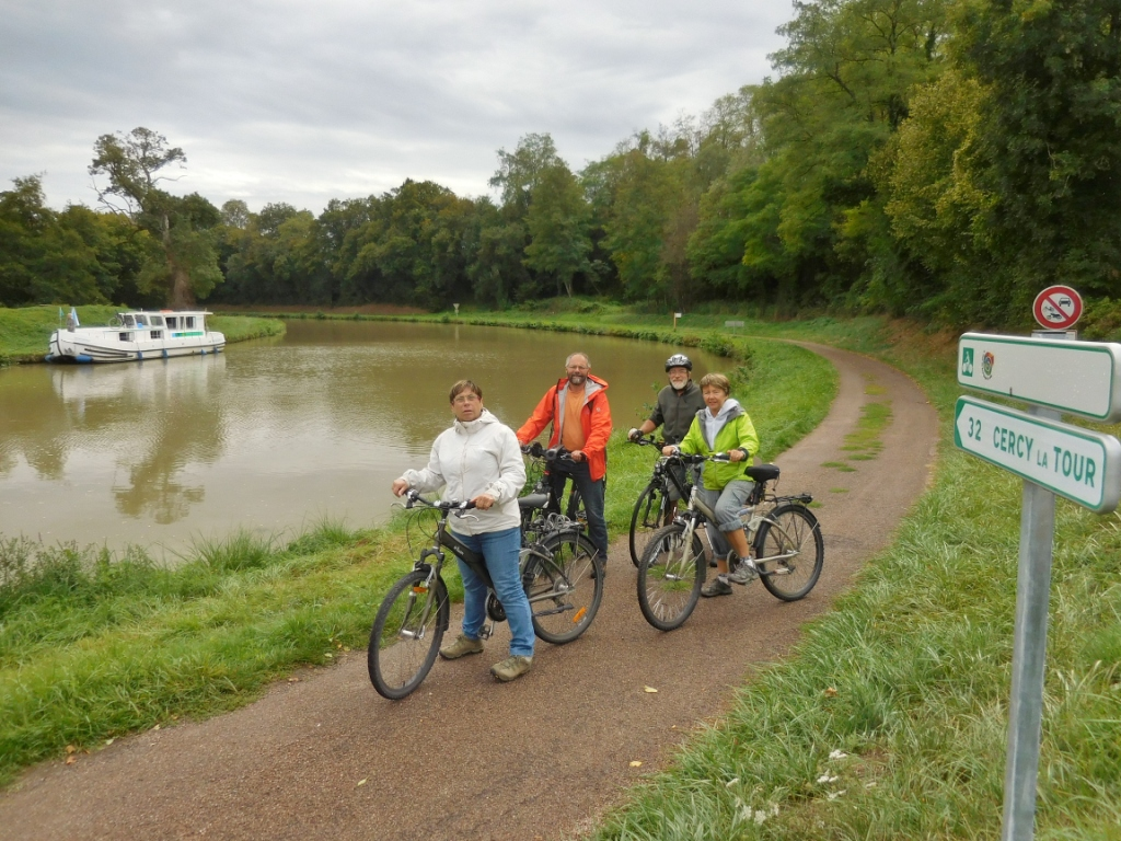 Les vélos accompagnent le bateau