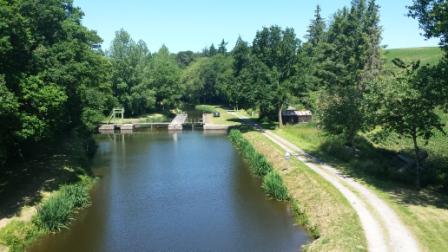 On croise le canal de Nantes à Brest vers Carhaix